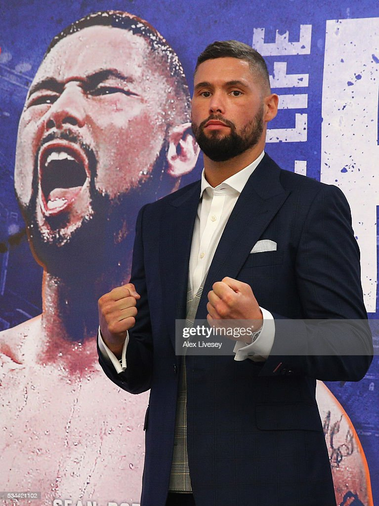 <a gi-track='captionPersonalityLinkClicked' href=/galleries/search?phrase=Tony+Bellew&family=editorial&specificpeople=2132983 ng-click='$event.stopPropagation()'>Tony Bellew</a> poses for photographs next to his own portrait after going head to head with Ilunga Makabu during a press conference at the Royal Liver Building on May 26, 2016 in Liverpool, England.
