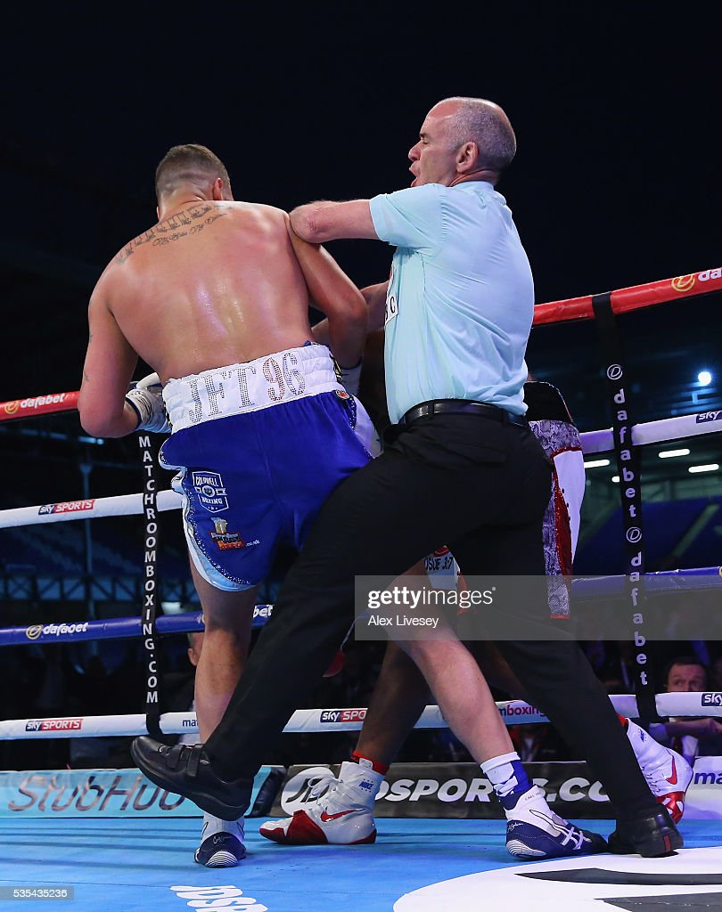 <a gi-track='captionPersonalityLinkClicked' href=/galleries/search?phrase=Tony+Bellew&family=editorial&specificpeople=2132983 ng-click='$event.stopPropagation()'>Tony Bellew</a> stops Illunga Makabu in the second round to win the Vacant WBC World Cruiserweight Championship fight between <a gi-track='captionPersonalityLinkClicked' href=/galleries/search?phrase=Tony+Bellew&family=editorial&specificpeople=2132983 ng-click='$event.stopPropagation()'>Tony Bellew</a> and Illunga Makabu at Goodison Park on May 29, 2016 in Liverpool, England.