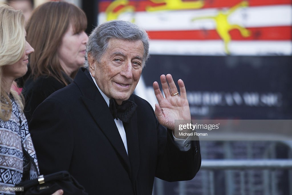<a gi-track='captionPersonalityLinkClicked' href=/galleries/search?phrase=Tony+Bennett+-+Singer&family=editorial&specificpeople=160951 ng-click='$event.stopPropagation()'>Tony Bennett</a> attends the 40th Anniversary Chaplin Award Gala at Avery Fisher Hall at Lincoln Center for the Performing Arts on April 22, 2013 in New York City.
