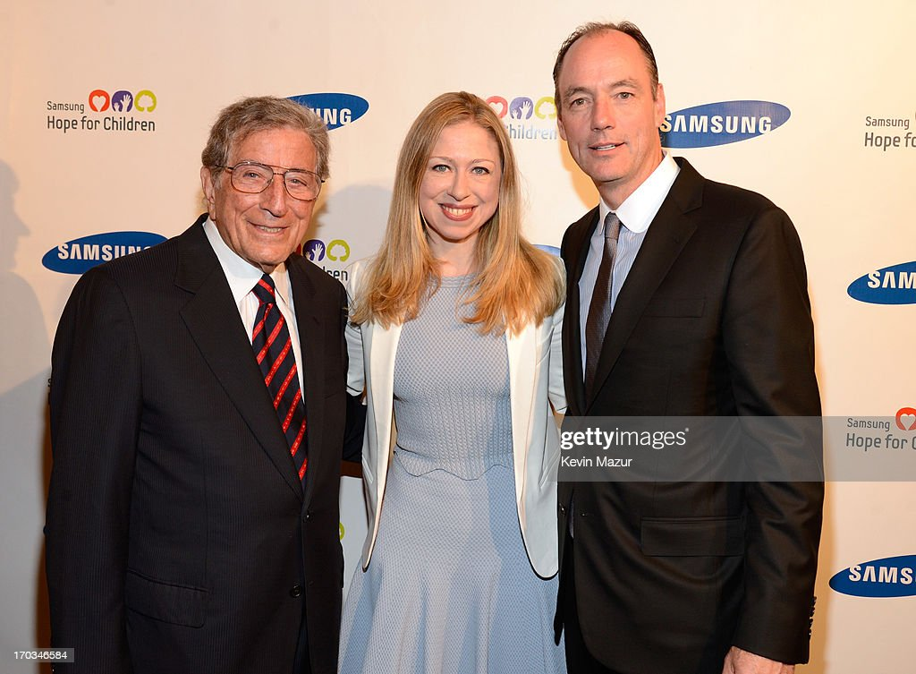 <a gi-track='captionPersonalityLinkClicked' href=/galleries/search?phrase=Tony+Bennett&family=editorial&specificpeople=160951 ng-click='$event.stopPropagation()'>Tony Bennett</a>, <a gi-track='captionPersonalityLinkClicked' href=/galleries/search?phrase=Chelsea+Clinton&family=editorial&specificpeople=119698 ng-click='$event.stopPropagation()'>Chelsea Clinton</a> and President of Samsung Electronics America Tim Baxter attend the Samsung's Annual Hope for Children Gala at CiprianiÕs in Wall Street on June 11, 2013 in New York City.