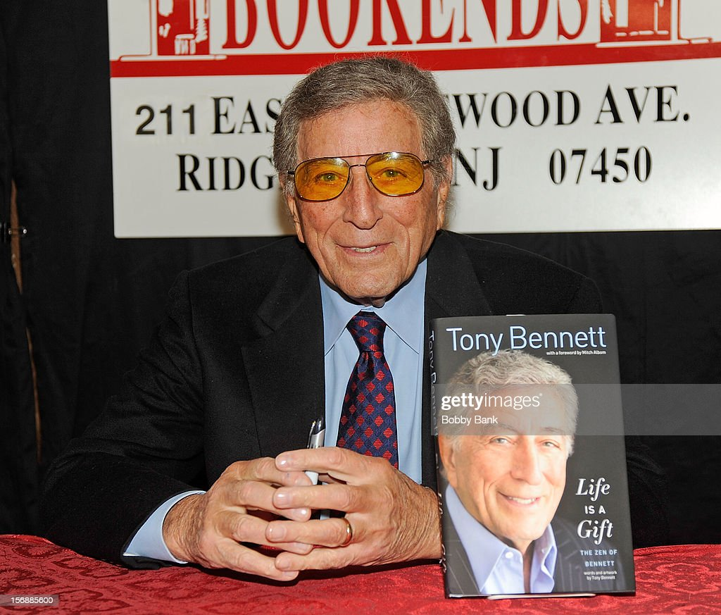 Tony Bennett promotes 'Life Is A Gift' at Bookends Bookstore on November 23, 2012 in Ridgewood, New Jersey.