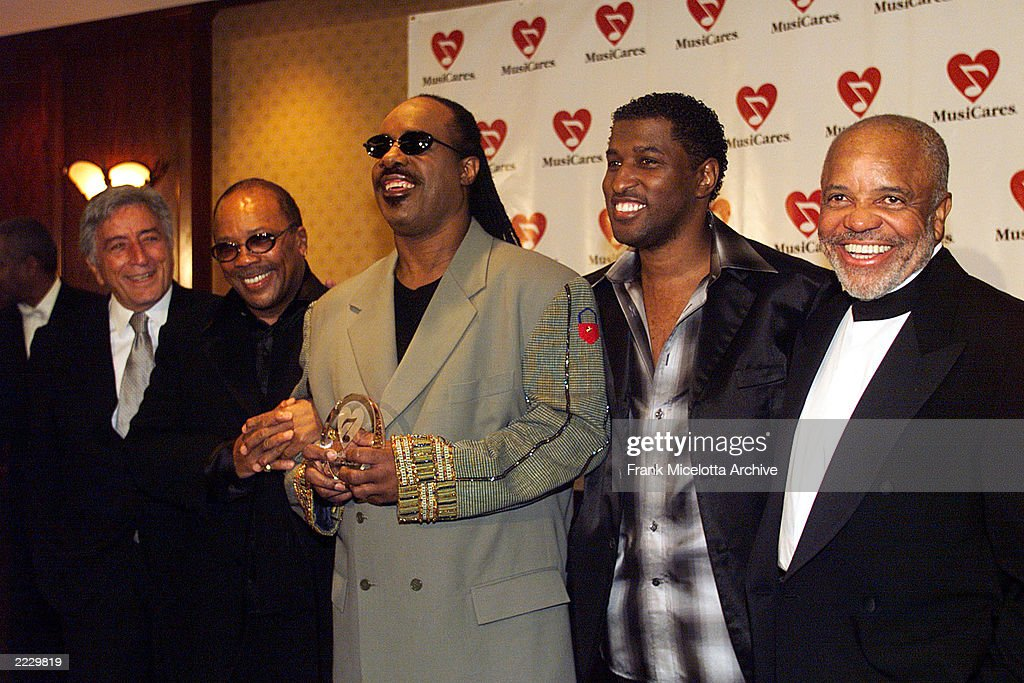 Tony Bennett Quincy Jones Stevie Wonder Kenneth 'Babyface' Edmonds and Berry Gordy at the Musicares tribute to Wonder in Los Angeles Ca 2/22/99 Photo...