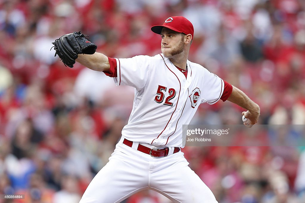 Tony Cingrani of the Cincinnati Reds pitches in the second inning of the game against the Los Angeles Dodgers at Great American Ball Park on June 9...