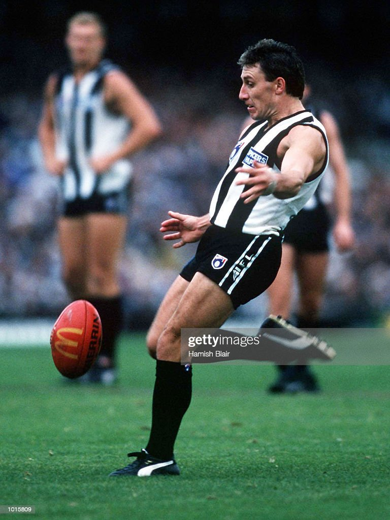 Tony Francis of Collingwood chips the ball, in the match between Collingwood and Richmond, during round 21 of the AFL season, played at the Melbourne Cricket Ground, Melbourne, Australia. Mandatory Credit: Hamish Blair/ALLSPORT