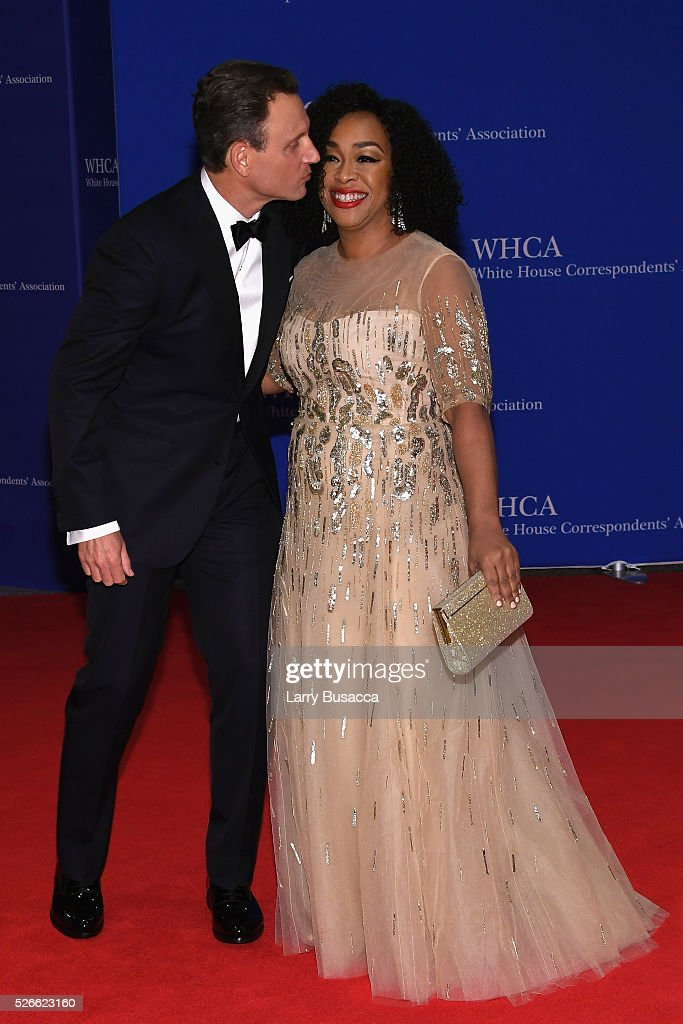 <a gi-track='captionPersonalityLinkClicked' href=/galleries/search?phrase=Tony+Goldwyn&family=editorial&specificpeople=234897 ng-click='$event.stopPropagation()'>Tony Goldwyn</a> (L) and <a gi-track='captionPersonalityLinkClicked' href=/galleries/search?phrase=Shonda+Rhimes&family=editorial&specificpeople=572007 ng-click='$event.stopPropagation()'>Shonda Rhimes</a> attend the 102nd White House Correspondents' Association Dinner on April 30, 2016 in Washington, DC.