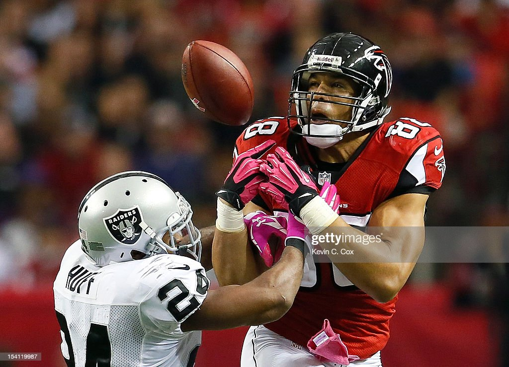 Tony Gonzalez #88 of the Atlanta Falcons fails to pull in this reception against Michael Huff #24 of the Oakland Raiders at Georgia Dome on October 14, 2012 in Atlanta, Georgia.
