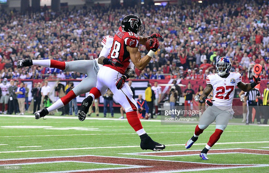 <a gi-track='captionPersonalityLinkClicked' href=/galleries/search?phrase=Tony+Gonzalez&family=editorial&specificpeople=203240 ng-click='$event.stopPropagation()'>Tony Gonzalez</a> #88 of the Atlanta Falcons makes a catch for a first quarter touchdown against the New York Giants at the Georgia Dome on December 16, 2012 in Atlanta, Georgia