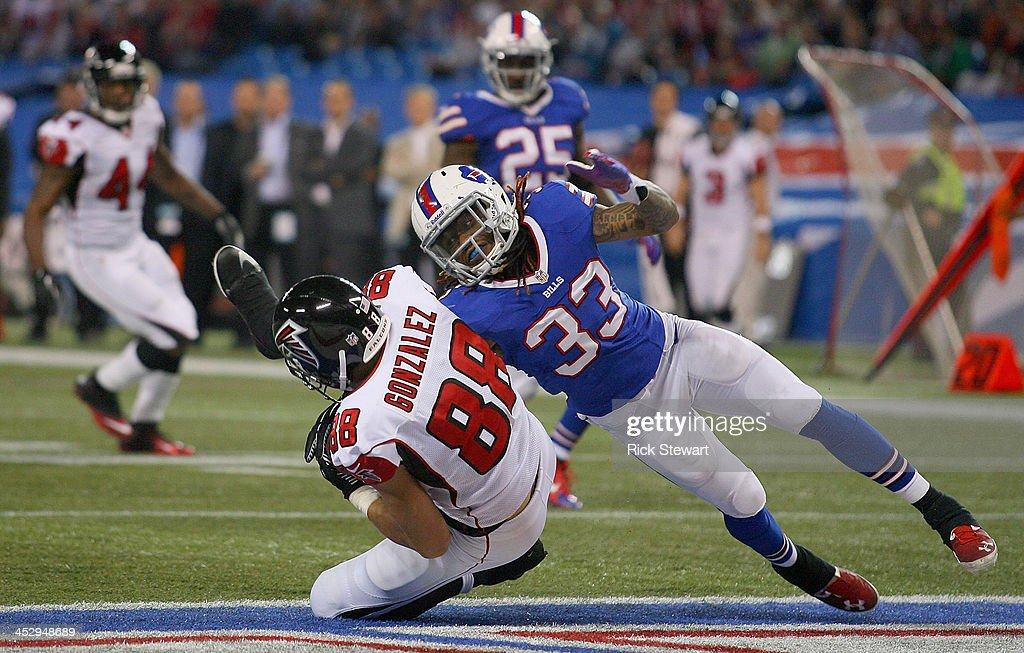 Tony Gonzalez #88 of the Atlanta Falcons makes a catch for a touchdown against Ron Brooks #33 of the Buffalo Bills at Rogers Centre on December 1, 2013 in Toronto, Ontario.Atlanta won 34-31 in overtime.