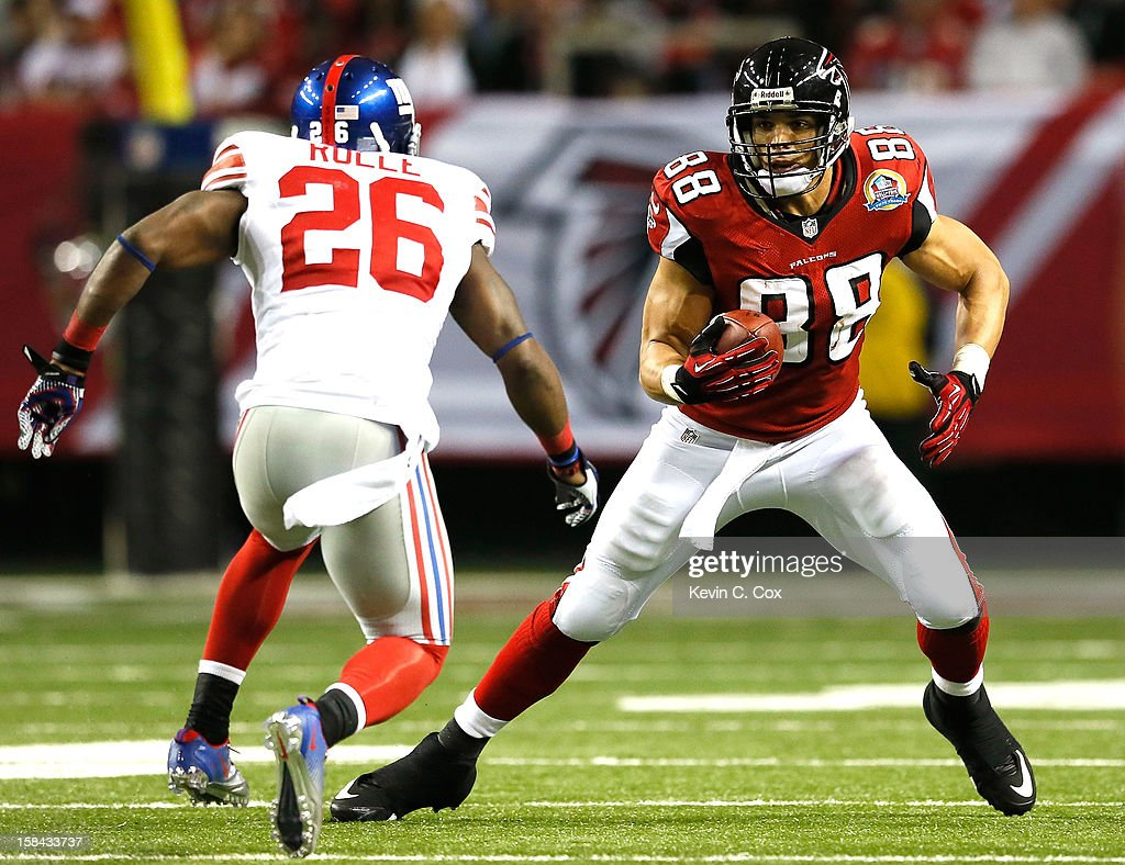 <a gi-track='captionPersonalityLinkClicked' href=/galleries/search?phrase=Tony+Gonzalez&family=editorial&specificpeople=203240 ng-click='$event.stopPropagation()'>Tony Gonzalez</a> #88 of the Atlanta Falcons pulls in this reception against <a gi-track='captionPersonalityLinkClicked' href=/galleries/search?phrase=Antrel+Rolle&family=editorial&specificpeople=775267 ng-click='$event.stopPropagation()'>Antrel Rolle</a> #26 of the New York Giants at Georgia Dome on December 16, 2012 in Atlanta, Georgia.