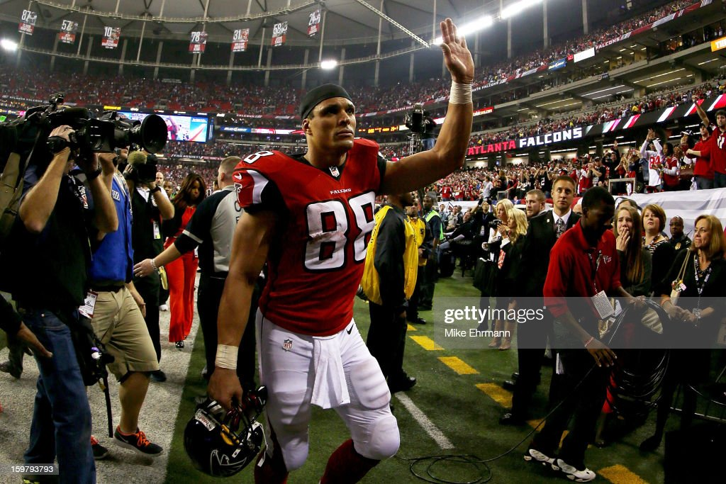 Tony Gonzalez #88 of the Atlanta Falcons walks off of the field dejected after the Falcons lost 28-24 against the San Francisco 49ers in the NFC Championship game at the Georgia Dome on January 20, 2013 in Atlanta, Georgia.