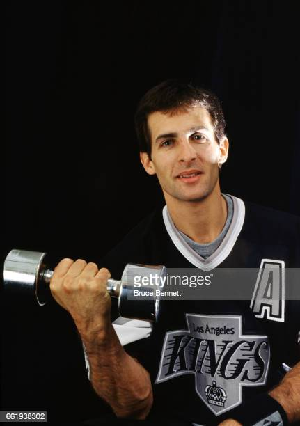 Tony Granato of the Los Angeles Kings poses for a portrait with a barbell circa October 1993