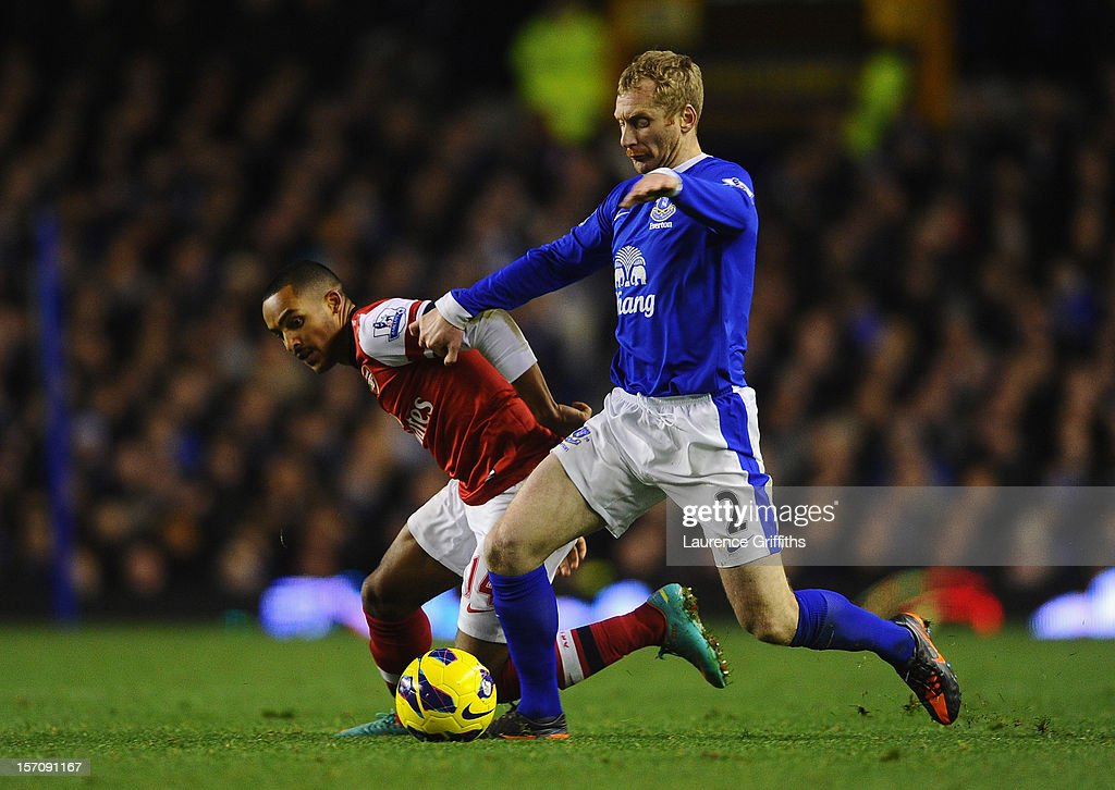 Tony Hibbert of Everton competes with Theo Walcott of Arsenal during the Barclays Premier League match between Everton and Arsenal at Goodison Park on November 28, 2012 in Liverpool, England.