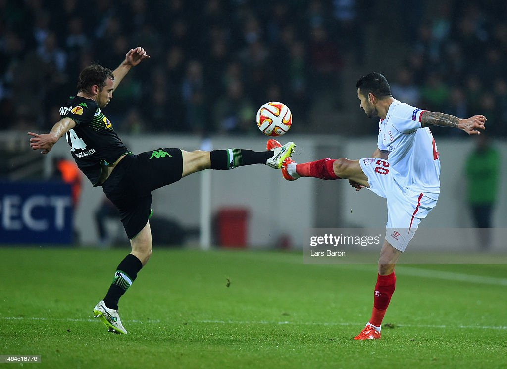 <a gi-track='captionPersonalityLinkClicked' href=/galleries/search?phrase=Tony+Jantschke&family=editorial&specificpeople=4158344 ng-click='$event.stopPropagation()'>Tony Jantschke</a> of Borussia Moenchengladbach and <a gi-track='captionPersonalityLinkClicked' href=/galleries/search?phrase=Vitolo+-+Winger&family=editorial&specificpeople=11253753 ng-click='$event.stopPropagation()'>Vitolo</a> of Sevilla battle for the ball during the UEFA Europa League Round of 32 second leg match between Borussia Moenchengladbach and FC Sevilla at Borussia-Park on February 26, 2015 in Moenchengladbach, Germany.