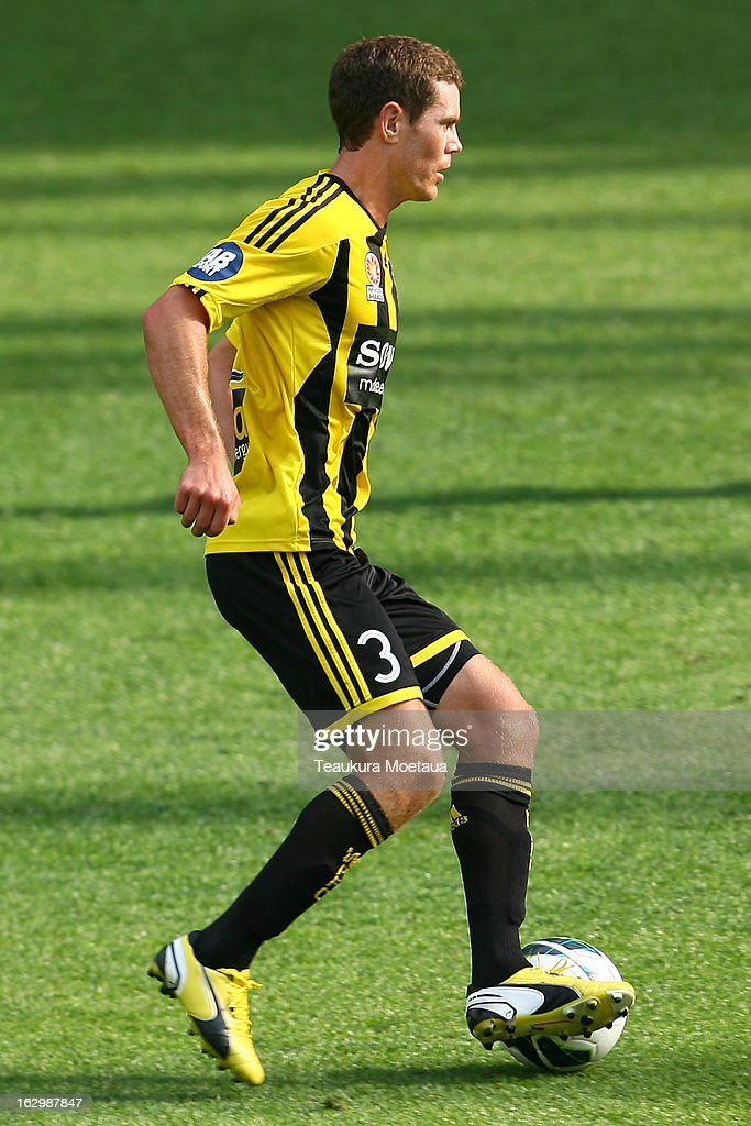 <a gi-track='captionPersonalityLinkClicked' href=/galleries/search?phrase=Tony+Lochhead&family=editorial&specificpeople=587527 ng-click='$event.stopPropagation()'>Tony Lochhead</a> of the Wellington Phoenix looks to attack during the round 23 A-League match between the Wellington Phoenix and the Melbourne Heart at Forsyth Barr Stadium on March 3, 2013 in Dunedin, New Zealand.