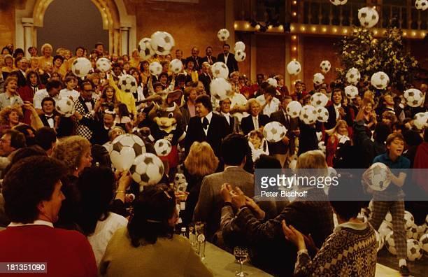 Tony Marshall EM Maskottchen 'Berni' ZDFMusikShow 'Laß das mal den Tony machen' 4 Show Auftritt Bühne Volksmusik FussballLuftballon Showmaster...