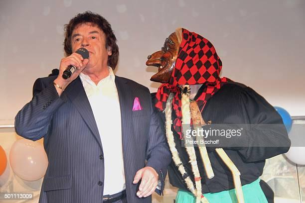 Tony Marshall mit Alemannischer Hexe Verleihung der 'Goldenen Narrenschelle' der 'Schwäbisch Allemannischen Narrenzünfte' an T O N Y M A R S H A L L...