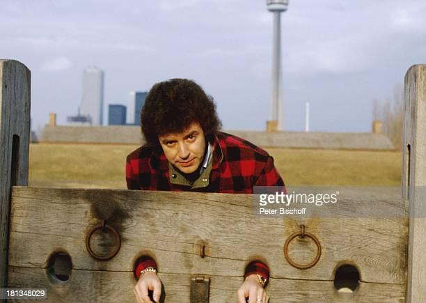Tony Marshall Urlaub Schloß 'Casa Loma' Toronto Kanada Amerika Pranger gefesselt Schlagersänger Sänger Musiker CW/JB