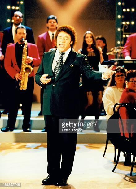 Tony Marshall ZDFMusikShow 'Lass das mal Tony machen' Baden Baden Deutschland Europa Bühne Auftritt singen Instrumente Saxofon Musiker SchlagerSänger...