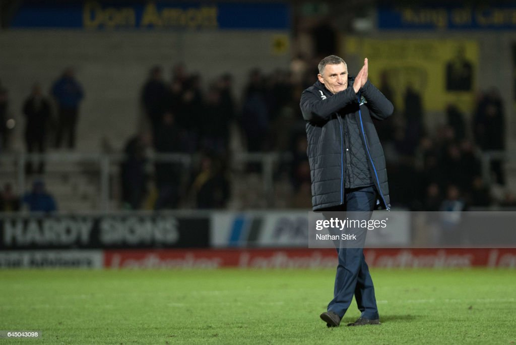 Tony Mowbray manager of Blackburn Rovers claps the fans after the Sky Bet Championship match between Burton Albion and Blackburn Rovers at Pirelli Stadium on February 24, 2017 in Burton-upon-Trent, England (Photo by Nathan Stirk/Getty Images).