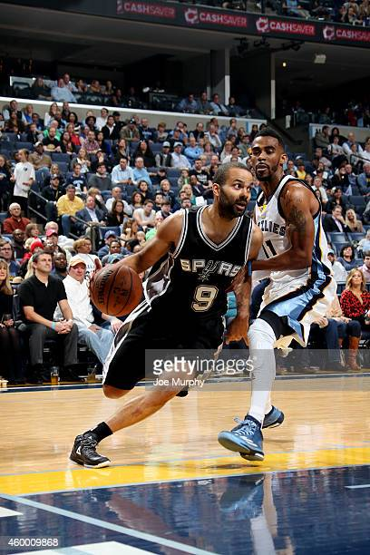 Tony Parker of the San Antonio Spurs drives against the Memphis Grizzlies on December 5 2014 at FedExForum in Memphis Tennessee NOTE TO USER User...