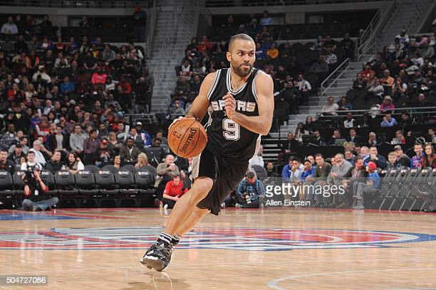 Tony Parker of the San Antonio Spurs drives to the basket against the Detroit Pistons on January 12 2016 at The Palace of Auburn Hills in Auburn...