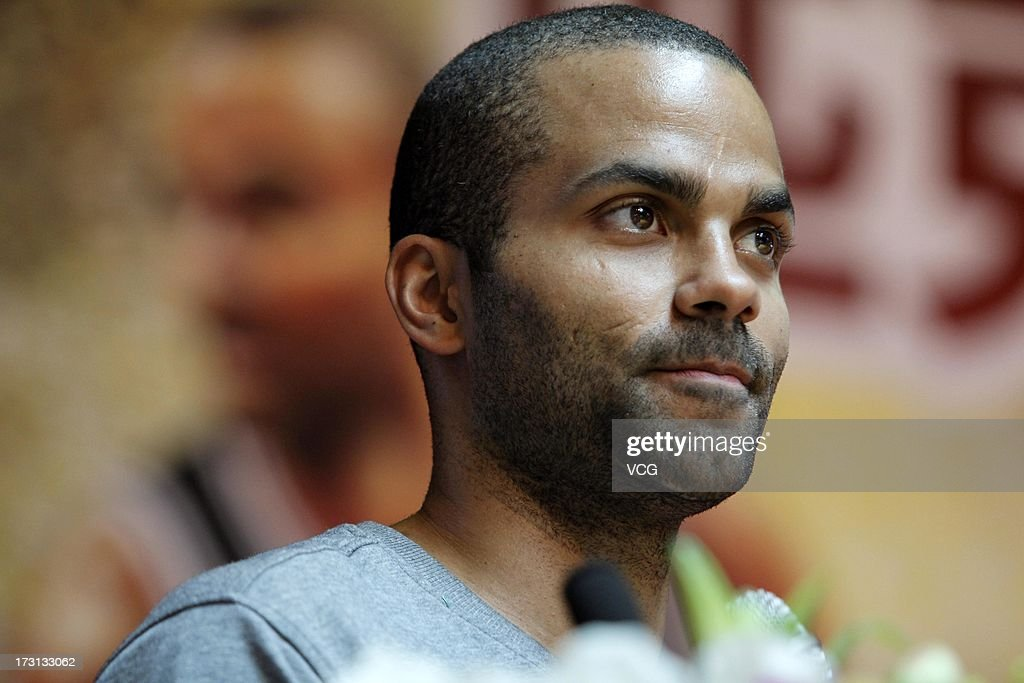 Tony Parker of the San <b>Antonio Spurs</b> meets with with fans at Quanzhou No.7 - tony-parker-of-the-san-antonio-spurs-meets-with-with-fans-at-quanzhou-picture-id173133062