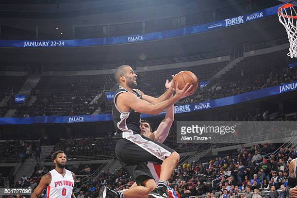 Tony Parker of the San Antonio Spurs shoots the ball against the Detroit Pistons on January 12 2016 at The Palace of Auburn Hills in Auburn Hills...
