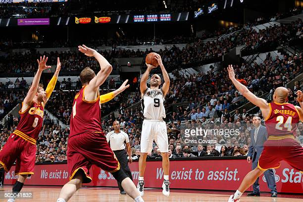 Tony Parker of the San Antonio Spurs shoots the ball against the Cleveland Cavaliers on January 14 2016 at the ATT Center in San Antonio Texas NOTE...