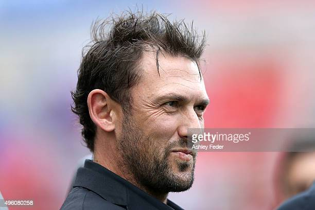 Tony Popovic coach of the Wanderers looks on during the round five ALeague match between the Newcastle Jets and the Western Sydney Wanderers at...