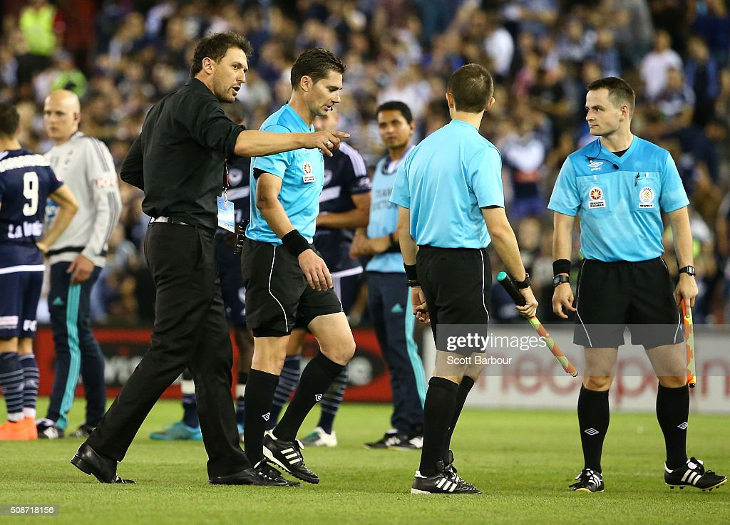 <a gi-track='captionPersonalityLinkClicked' href=/galleries/search?phrase=Tony+Popovic&family=editorial&specificpeople=213704 ng-click='$event.stopPropagation()'>Tony Popovic</a>, coach of the Wanderers speaks with referee Ben Williams as they leave the field after the round 18 A-League match between the Melbourne Victory and Western Sydney Wanderers at Etihad Stadium on February 6, 2016 in Melbourne, Australia.