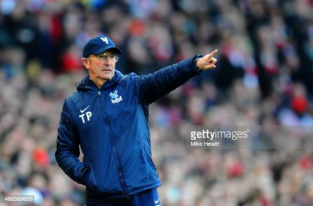 Tony Pulis manager of Crystal Palace gives instructions during the Barclays Premier League match between Arsenal and Crystal Palace at Emirates...