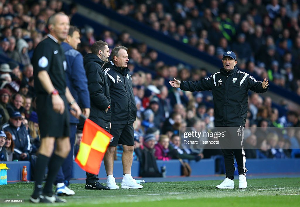 <a gi-track='captionPersonalityLinkClicked' href=/galleries/search?phrase=Tony+Pulis&family=editorial&specificpeople=2225291 ng-click='$event.stopPropagation()'>Tony Pulis</a>, manager of West Brom (R) shows his frustrations with the fourth official after the second goal of <a gi-track='captionPersonalityLinkClicked' href=/galleries/search?phrase=Brown+Ideye&family=editorial&specificpeople=4417854 ng-click='$event.stopPropagation()'>Brown Ideye</a> of West Brom is disallowed during the Barclays Premier League match between West Bromwich Albion and Stoke City at The Hawthorns on March 14, 2015 in West Bromwich, England.