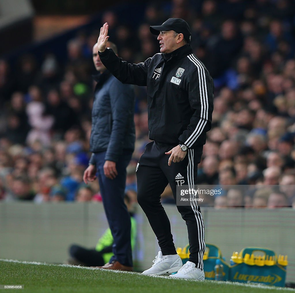 <a gi-track='captionPersonalityLinkClicked' href=/galleries/search?phrase=Tony+Pulis&family=editorial&specificpeople=2225291 ng-click='$event.stopPropagation()'>Tony Pulis</a> manager of West Bromwich Albion gestures during the Barclays Premier League match between Everton and West Bromwich Albion at Goodison Park on February 13, 2016 in Liverpool, England.