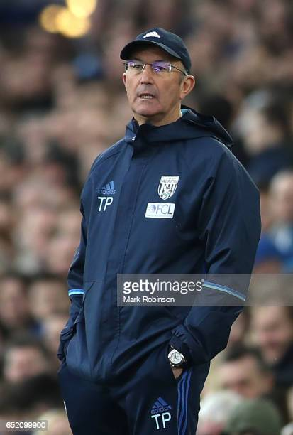 Tony Pulis manager of West Bromwich Albion looks on during the Premier League match between Everton and West Bromwich Albion at Goodison Park on...