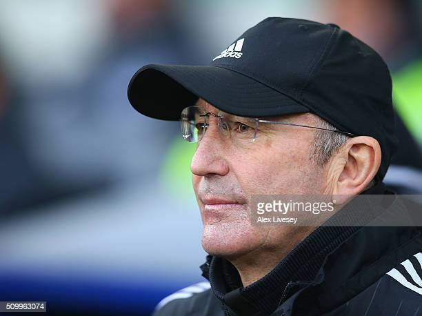 Tony Pulis manager of West Bromwich Albion looks on prior to the Barclays Premier League match between Everton and West Bromwich Albion at Goodison...