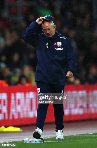 Tony Pulis manager of West Bromwich Albion reacts on the touchline during the Premier League match between Southampton and West Bromwich Albion at St...