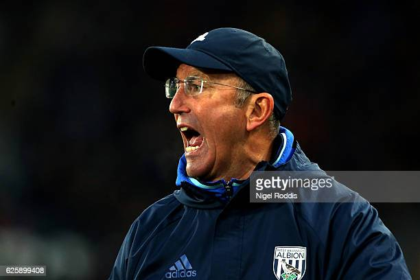 Tony Pulis Manager of West Bromwich Albion shouts during the Premier League match between Hull City and West Bromwich Albion at KCOM Stadium on...