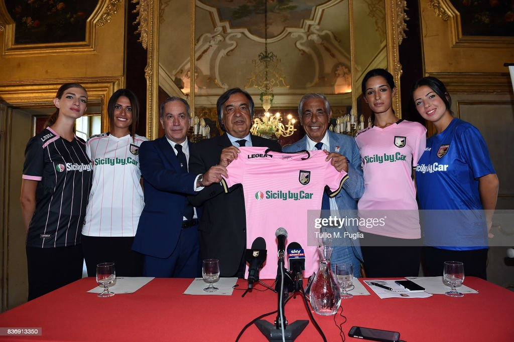 Tony Sichera of US Citta' di Palermo, Leoluca Orlando Mayor of Palermo and Tommaso Dragotto of Sicily by Car pose during the presentation of Sicily by Car as new main sponsor of US Citta' di Palermo at Villa Niscemi on August 22, 2017 in Palermo, Italy.