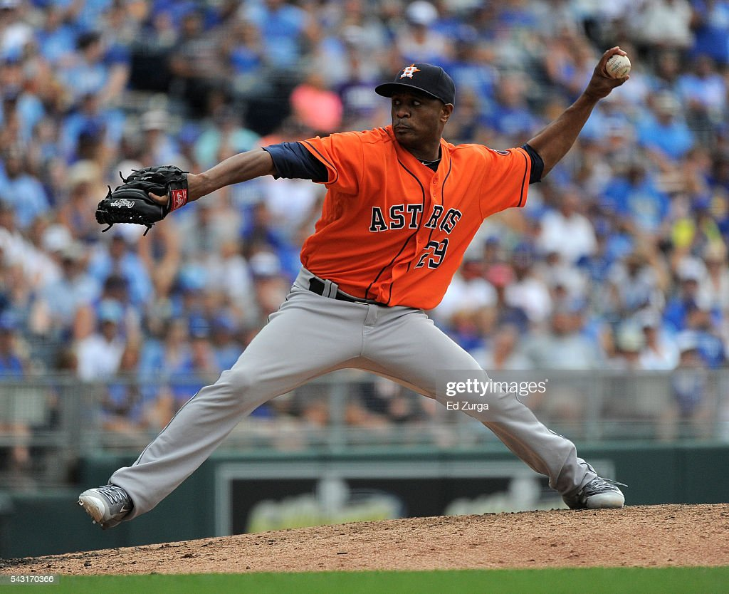 Tony Sipp #29 of the Houston Astros throws in the seventh inning against the Kansas City Royals at Kauffman Stadium on June 26, 2016 in Kansas City, Missouri.