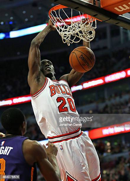 Tony Snell of the Chicago Bulls dunks against the Phoenix Suns at the United Center on February 21 2015 in Chicago Illinois NOTE TO USER User...