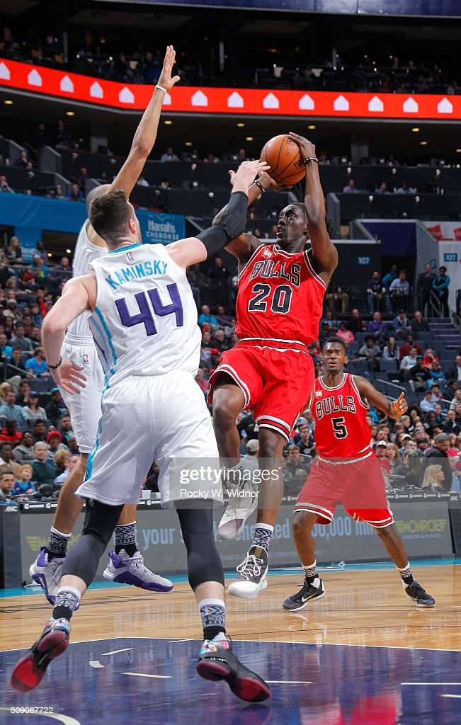 Tony Snell #20 of the Chicago Bulls goes up for the shot against Frank Kaminsky #44 of the Charlotte Hornets on Februay 8, 2016 at Time Warner Cable Arena in Charlotte, North Carolina.