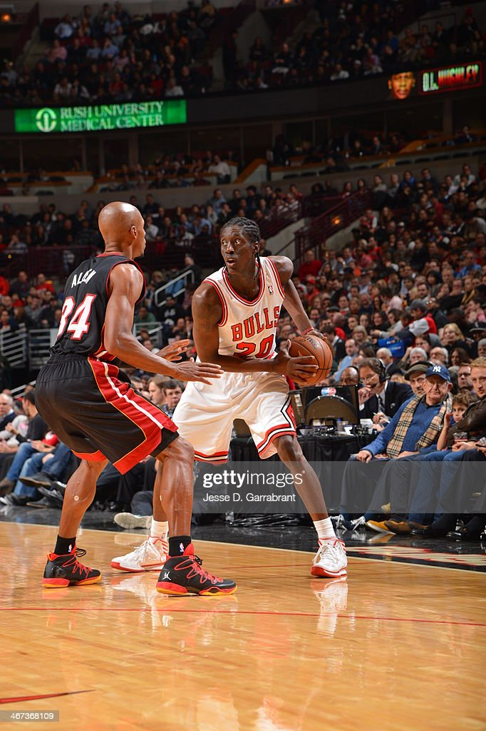 <a gi-track='captionPersonalityLinkClicked' href=/galleries/search?phrase=Tony+Snell&family=editorial&specificpeople=7551553 ng-click='$event.stopPropagation()'>Tony Snell</a> #20 of the Chicago Bulls handles the ball against the Miami Heat on December 5, 2013 at United Center in Chicago, Illinois.