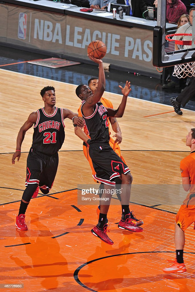 Tony Snell #20 of the Chicago Bulls shoots against the Phoenix Suns on January 30, 2015 at U.S. Airways Center in Phoenix, Arizona.