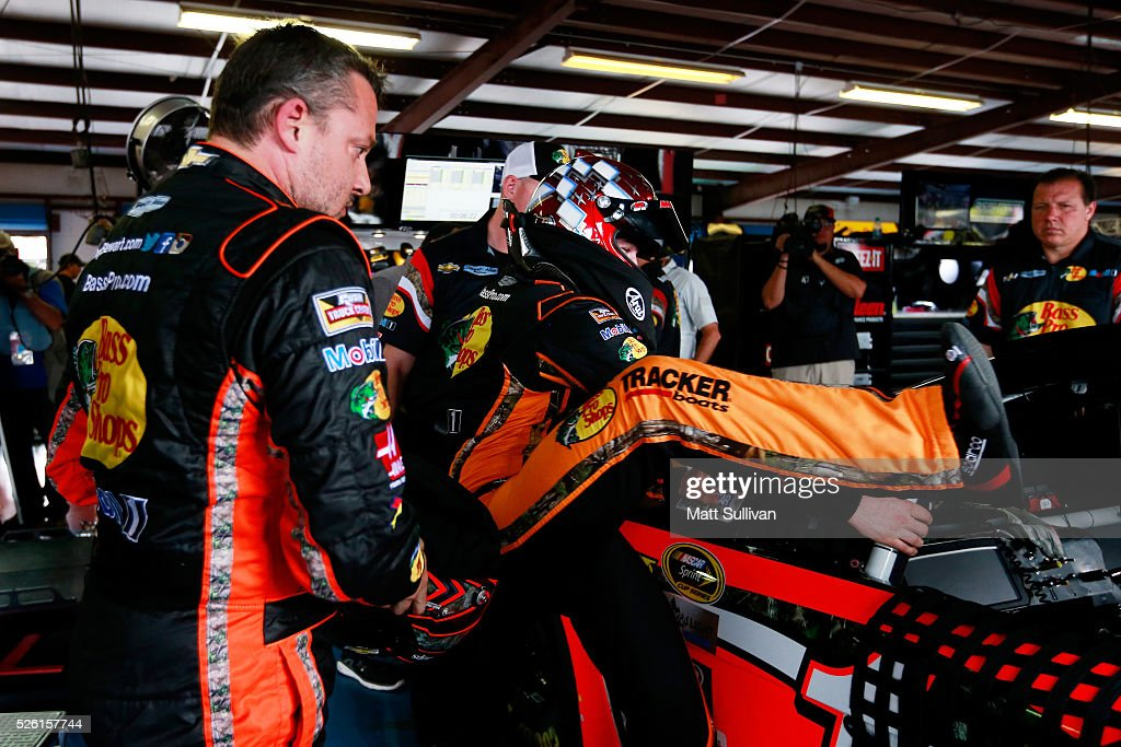 <a gi-track='captionPersonalityLinkClicked' href=/galleries/search?phrase=Tony+Stewart+-+Race+Car+Driver&family=editorial&specificpeople=201686 ng-click='$event.stopPropagation()'>Tony Stewart</a>, driver of the #14 Bass Pro Shops Chevrolet, and substitute driver, <a gi-track='captionPersonalityLinkClicked' href=/galleries/search?phrase=Ty+Dillon&family=editorial&specificpeople=6312493 ng-click='$event.stopPropagation()'>Ty Dillon</a>, practice their planned driver swap during practice for the NASCAR Sprint Cup Series GEICO 500 at Talladega Superspeedway on April 29, 2016 in Talladega, Alabama.