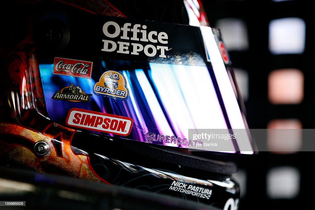 <a gi-track='captionPersonalityLinkClicked' href=/galleries/search?phrase=Tony+Stewart+-+Race+Car+Driver&family=editorial&specificpeople=201686 ng-click='$event.stopPropagation()'>Tony Stewart</a>, driver of the #14 Mobil 1/Office Depot Chevrolet, sits in his car during practice for the NASCAR Sprint Cup Series AdvoCare 500 at Phoenix International Raceway on November 10, 2012 in Avondale, Arizona.