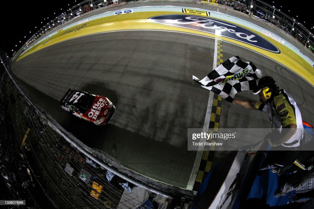 <a gi-track='captionPersonalityLinkClicked' href=/galleries/search?phrase=Tony+Stewart+-+Race+Car+Driver&family=editorial&specificpeople=201686 ng-click='$event.stopPropagation()'>Tony Stewart</a>, driver of the #14 Office Depot/Mobil 1 Chevrolet, crosses the finish line to win the NASCAR Sprint Cup Series Ford 400 and the 2011 Series Championship at Homestead-Miami Speedway on November 20, 2011 in Homestead, Florida. Stewart wins his third NASCAR Championship.