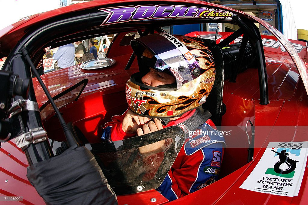 <a gi-track='captionPersonalityLinkClicked' href=/galleries/search?phrase=Tony+Stewart+-+Coureur+automobile&family=editorial&specificpeople=201686 ng-click='$event.stopPropagation()'>Tony Stewart</a> prepares to drive during the Nextel Prelude to the Dream on June 6, 2007 at Eldora Speedway in New Weston, Ohio.
