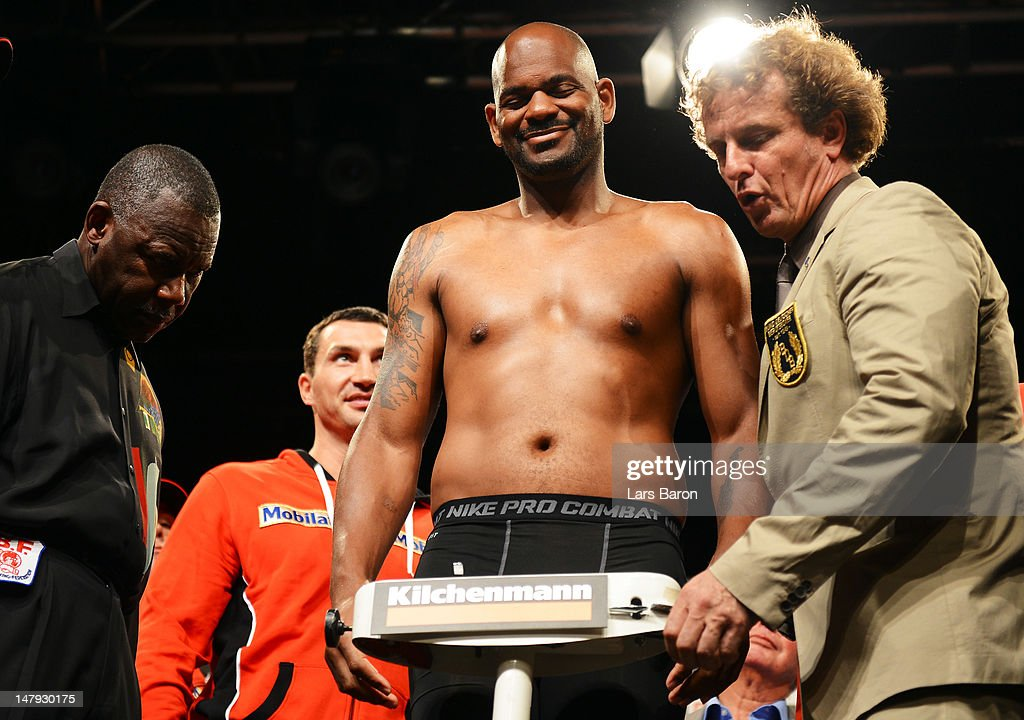 <a gi-track='captionPersonalityLinkClicked' href=/galleries/search?phrase=Tony+Thompson&family=editorial&specificpeople=801462 ng-click='$event.stopPropagation()'>Tony Thompson</a> of USA smiles on the scales infront of <a gi-track='captionPersonalityLinkClicked' href=/galleries/search?phrase=Wladimir+Klitschko&family=editorial&specificpeople=210650 ng-click='$event.stopPropagation()'>Wladimir Klitschko</a> of Ukraine during the weigh in at Bierhuebeli on July 6, 2012 in Bern, Switzerland. The WBA, IBF, WBO and IBO heavy weight title fight between <a gi-track='captionPersonalityLinkClicked' href=/galleries/search?phrase=Wladimir+Klitschko&family=editorial&specificpeople=210650 ng-click='$event.stopPropagation()'>Wladimir Klitschko</a> of Ukraine and <a gi-track='captionPersonalityLinkClicked' href=/galleries/search?phrase=Tony+Thompson&family=editorial&specificpeople=801462 ng-click='$event.stopPropagation()'>Tony Thompson</a> of USA will be held on the July 7, 2012 at Stade de Suisse in Bern.