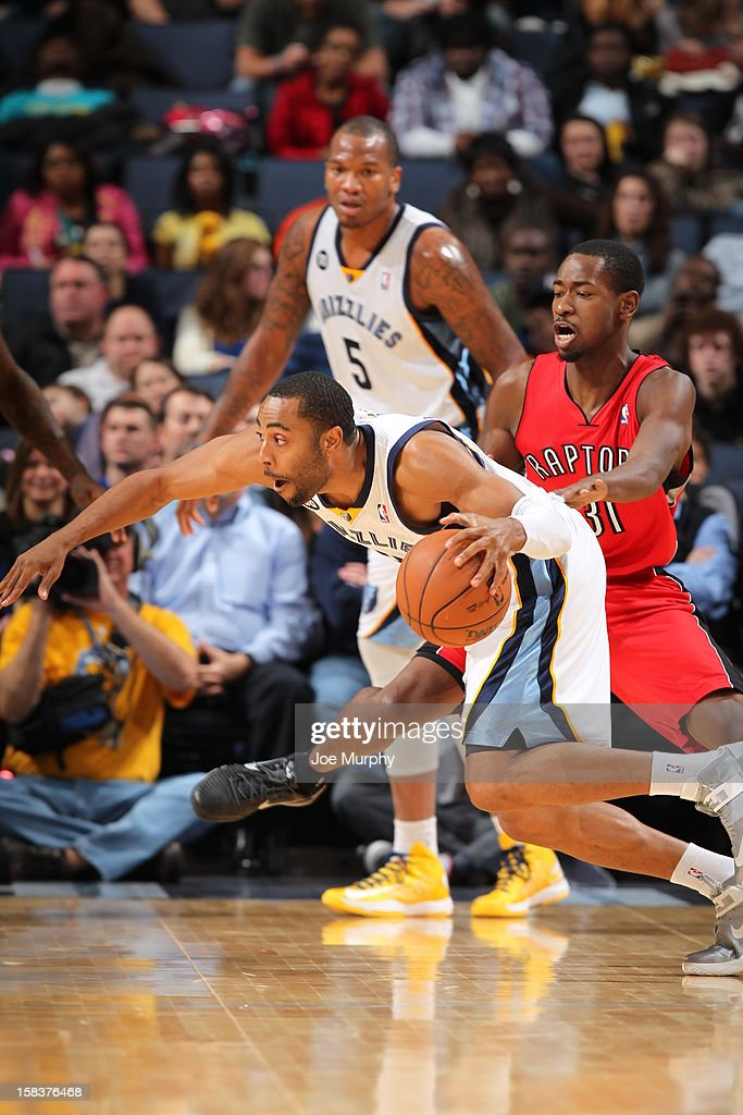 <a gi-track='captionPersonalityLinkClicked' href=/galleries/search?phrase=Tony+Wroten&family=editorial&specificpeople=7651920 ng-click='$event.stopPropagation()'>Tony Wroten</a> #1 of the Memphis Grizzlies drives to the basket past <a gi-track='captionPersonalityLinkClicked' href=/galleries/search?phrase=Terrence+Ross&family=editorial&specificpeople=6781663 ng-click='$event.stopPropagation()'>Terrence Ross</a> #31 of the Toronto Raptors on November 28, 2012 at FedExForum in Memphis, Tennessee.
