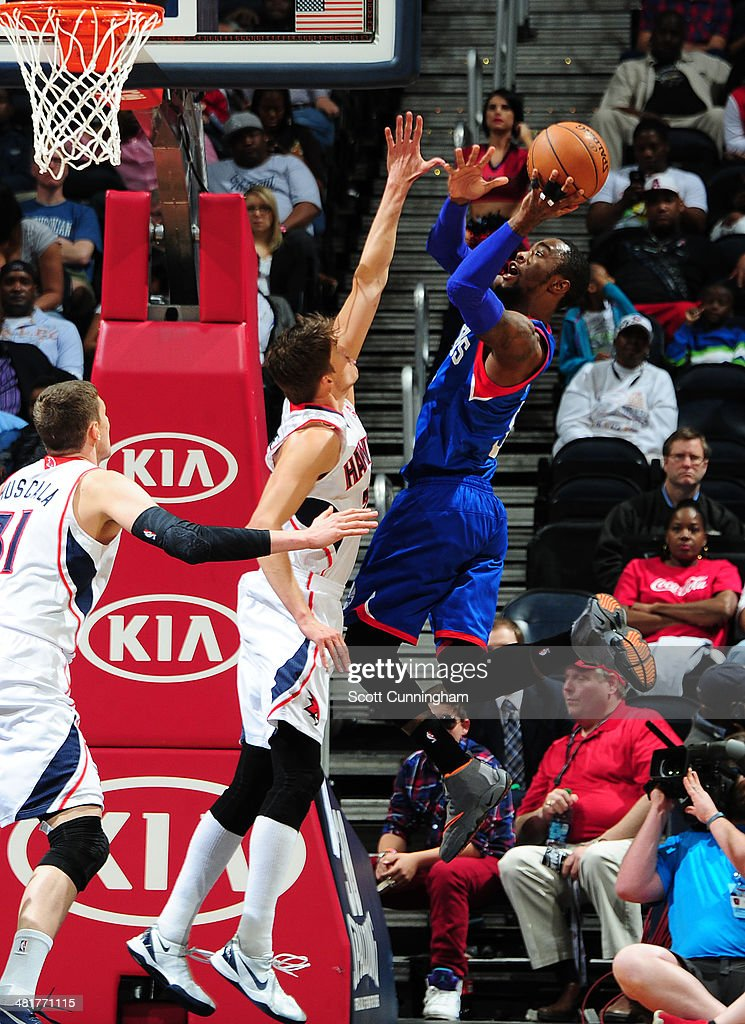 Tony Wroten #8 of the Philadelphia 76ers shoots against the Atlanta Hawks on March 31, 2014 at Philips Arena in Atlanta, Georgia.